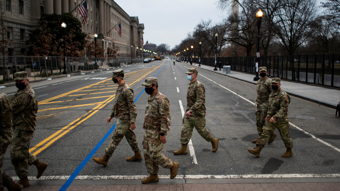 """""""Nos metieron como sardinas"""": Alrededor de 200 miembros de la Guardia Nacional dieron positivo por covid-19 tras la toma de posesión de Biden"""