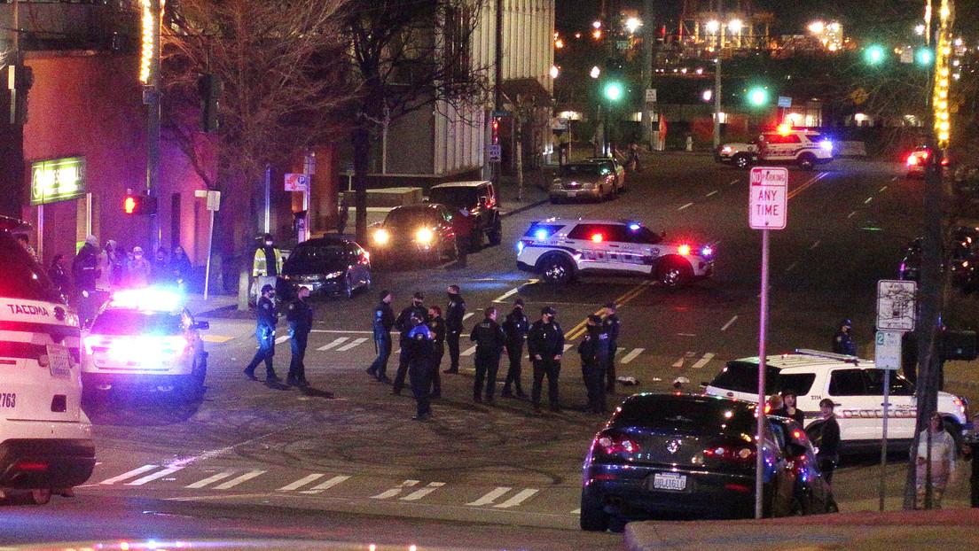 VIDEOS: Un vehículo policial embiste contra un grupo personas que realizaba carreras callejeras en EE.UU.