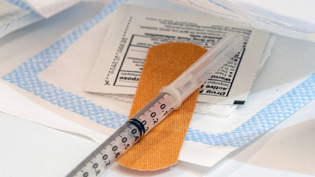 Acusan a un médico estadounidense de robar vacunas contra el coronavirus para dárselas a familiares y amigos