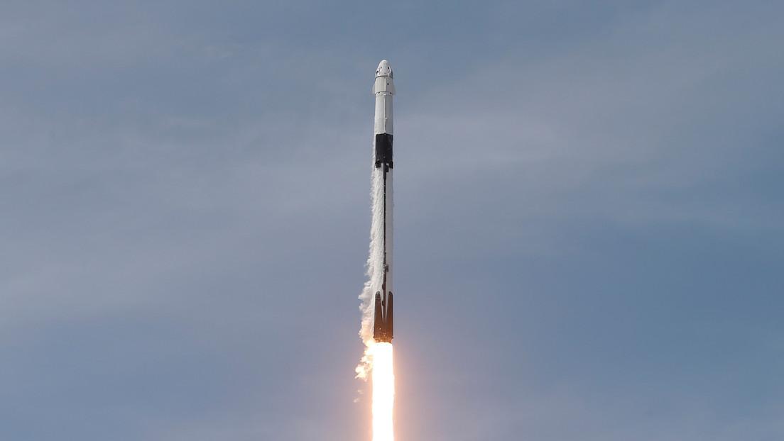 SpaceX lanza un Falcon 9 con un cargamento récord de 143 satélites