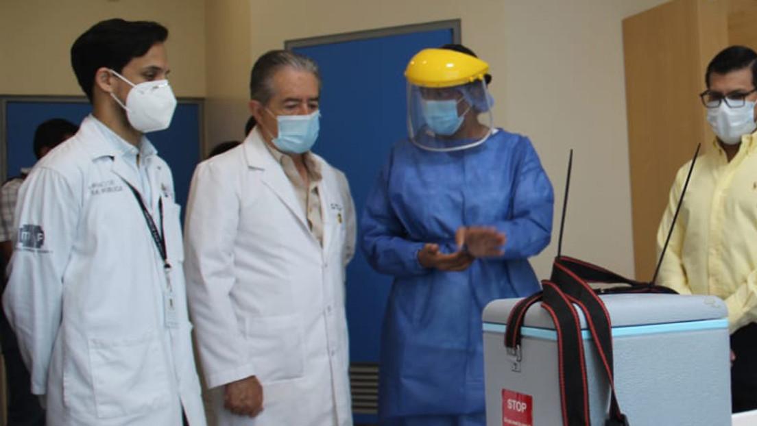 Piden la dimisión del ministro de Salud de Ecuador por autorizar la vacunación contra el covid-19 en un geriátrico privado donde tiene a familiares