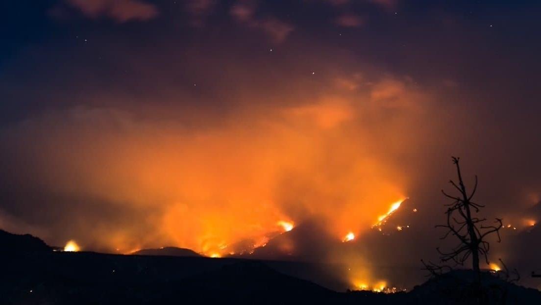 Un incendio en la Patagonia argentina arrasa con más de 7.000 hectáreas de bosque
