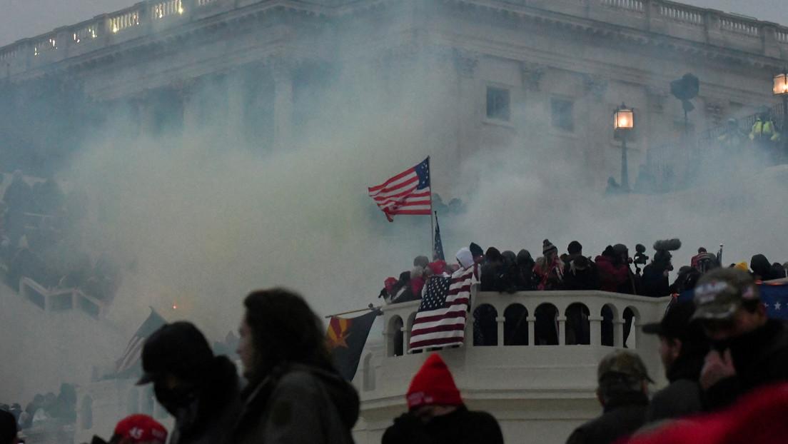 Arrestan a más de 135 personas e identifican a otros 400 sospechosos en relación con el asalto al Capitolio de EE.UU.
