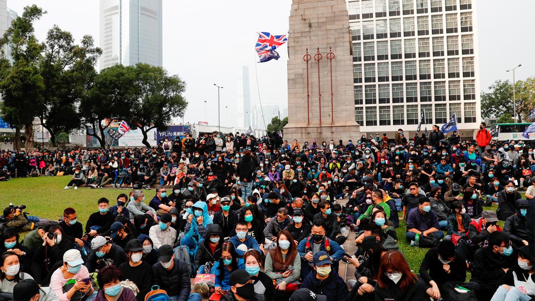 """China sostiene que Londres """"se está haciendo un flaco favor"""" con el nuevo programa de visas para habitantes de Hong Kong"""