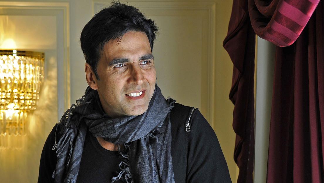 Actor de Bollywood camina 21 kilómetros en una cinta de correr para emular el recorrido diario de las mujeres en busca de agua y acaba ridiculizado
