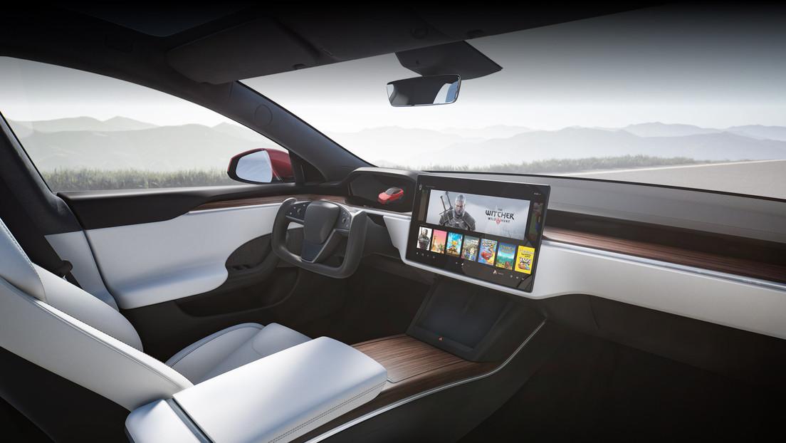 Elon Musk revela que el nuevo Model S carece de palanca de cambios porque el coche adivina la dirección con inteligencia artificial
