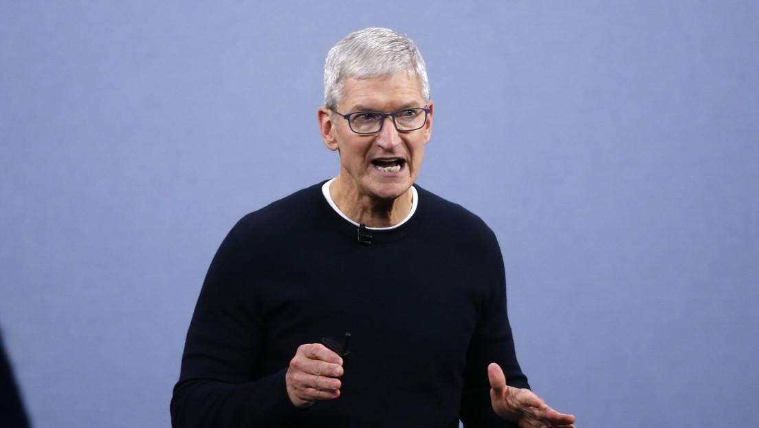 """Apple critica las redes por recopilar datos personales y priorizar """"teorías conspirativas e incitación a violencia"""" en medio de tensiones con Facebook"""