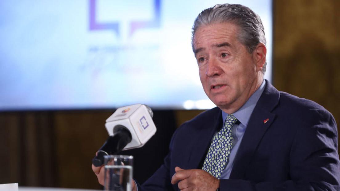 La Fiscalía de Ecuador abre una investigación contra el ministro de Salud por la decisión de vacunar a sus familiares contra el covid-19