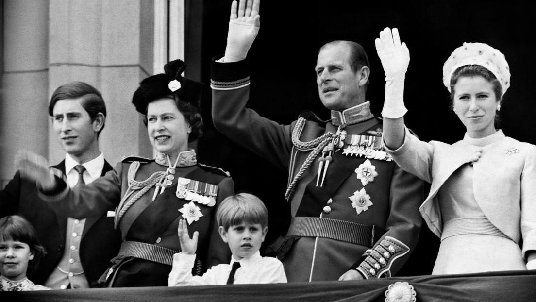 Un documental 'prohibido' sobre la familia real británica reaparece brevemente en YouTube medio siglo después