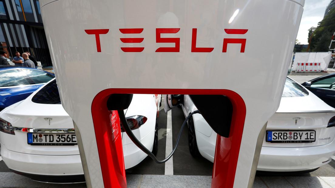 Tesla podría licenciar la tecnología de 'piloto automático' usada en sus autos a otros fabricantes de automóviles