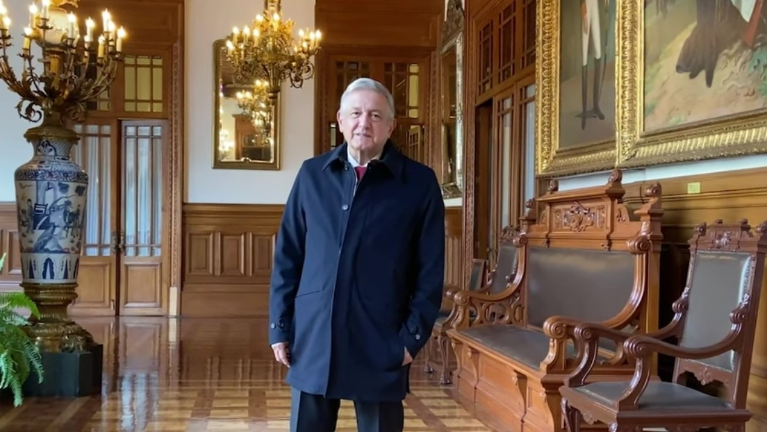 """""""Estoy bien, aunque todavía tengo que guardar reposo"""": López Obrador reaparece en un video tras dar positivo por covid-19"""