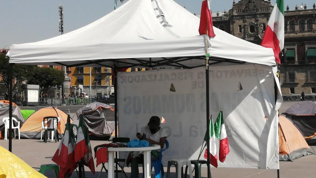 Autoridades de la Ciudad de México acusan de violentos a integrantes del Campamento México tras retirar 150 casas de campaña del Zócalo (VIDEO)