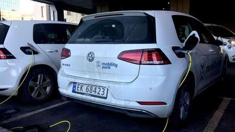 El primer país del mundo donde la compra de autos eléctricos supera a la del resto de coches nuevos