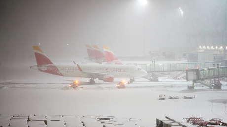 FOTOS, VIDEOS: Nevada histórica obliga a suspender la operación del aeropuerto de Madrid y la circulación de trenes y autobuses