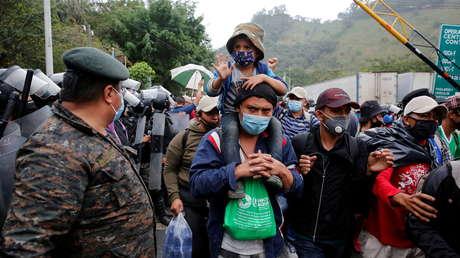 La caravana migrante se duplica a su paso por Guatemala y ya aglutina a 9.000 personas rumbo a EE.UU.