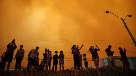 FOTOS: El cielo se torna rojo por los incendios forestales en Chile