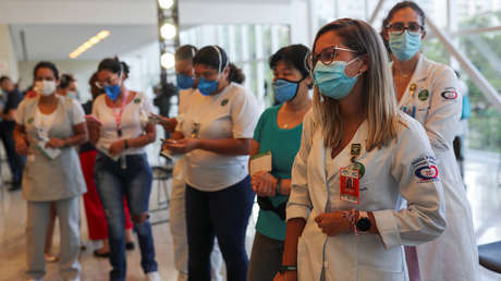 Cómo la autorización de dos vacunas contra el covid-19 en Brasil desató una nueva disputa política