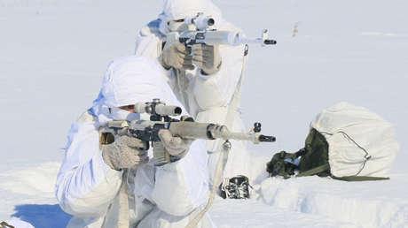 Francotiradores rusos practican tiro a 35 grados bajo cero cerca de la frontera china