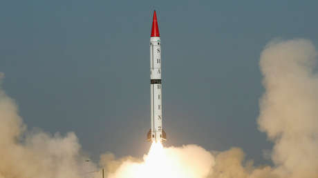 Pakistán prueba con éxito un misil balístico de mediano alcance