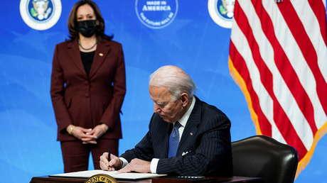 Biden firma una orden para presionar al Gobierno federal para que compre productos hechos en EE.UU.