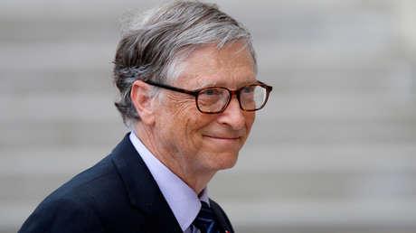 """Bill Gates dice estar """"muy sorprendido"""" por el alto número de """"locas"""" y """"malvadas"""" teorías conspirativas  difundidas durante la pandemia"""