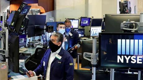 El Dow Jones cae más de 600 puntos y registra su peor semana desde octubre, mientras inversores aficionados continúan elevando el valor de GameStop