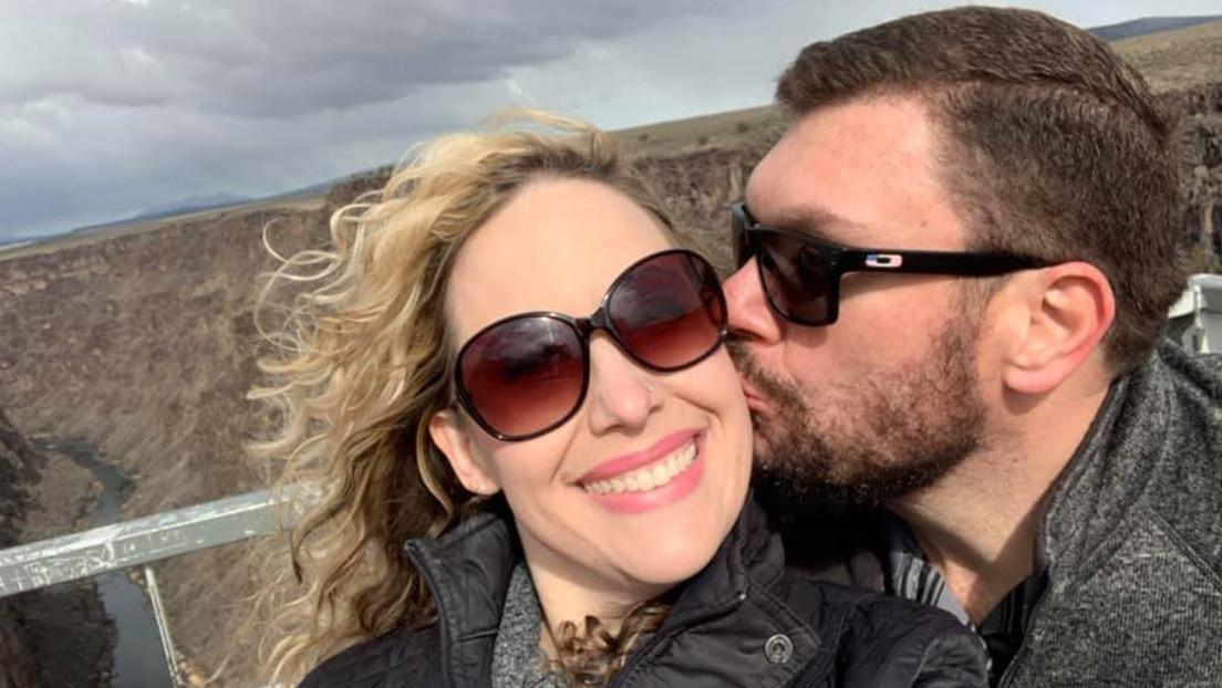 Arrestan a un jefe policial en EE.UU. por falsificar un certificado de divorcio para pedir matrimonio a una de sus amantes