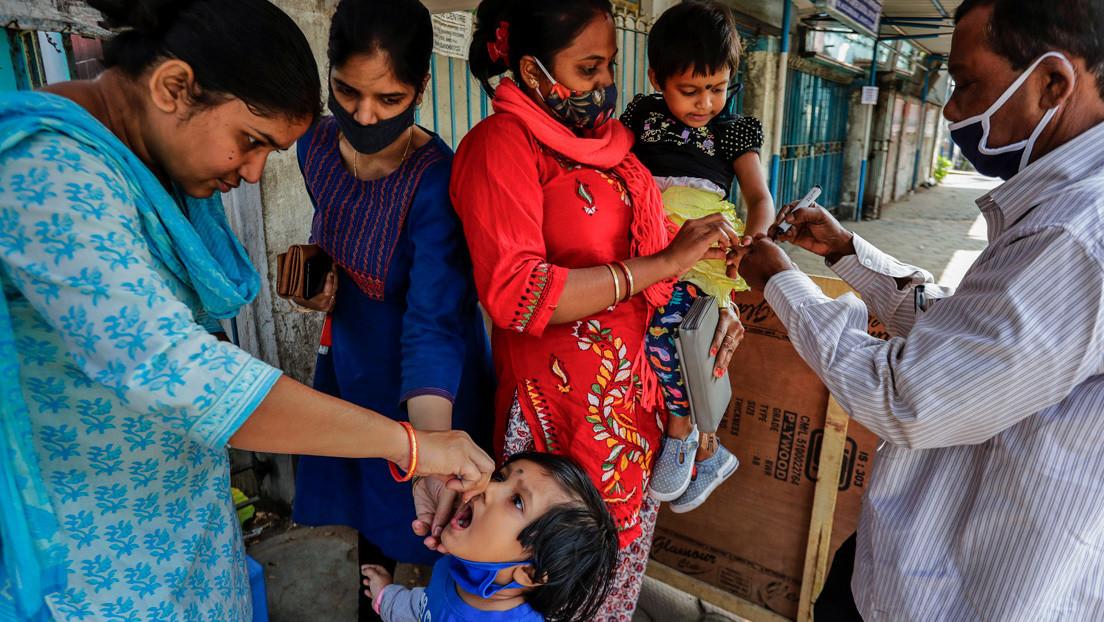 Hospitalizan a una docena de niños en la India tras confundir la vacuna contra la polio con desinfectante