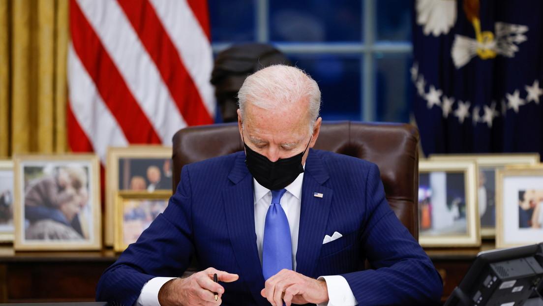 Biden firma órdenes ejecutivas para reunificar a familias migrantes separadas durante la Administración Trump