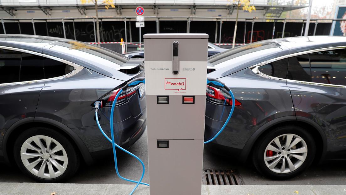 La UE casi triplica las ventas de vehículos eléctricos e híbridos enchufables en 2020
