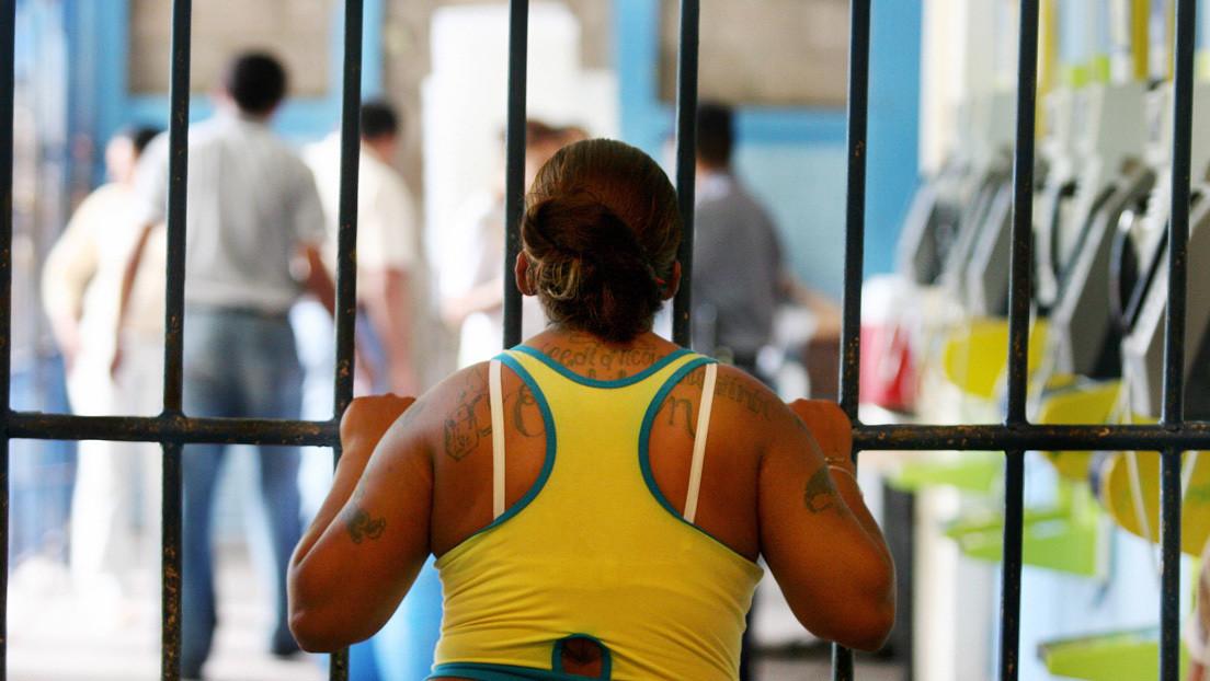 Más arrestos, desigualdad, violencia de género y trastornos mentales: ¿cómo afecta el fracaso de la guerra narco a las mujeres?