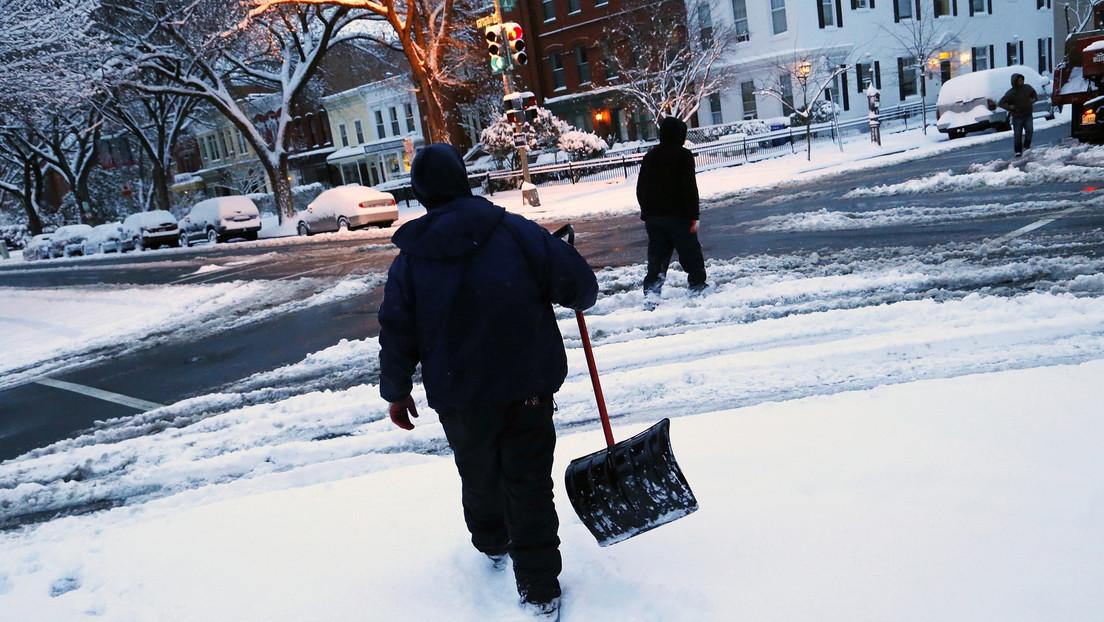 Un hombre mata a tiros a dos vecinos y se suicida tras una pelea por limpiar la nieve en EE.UU.