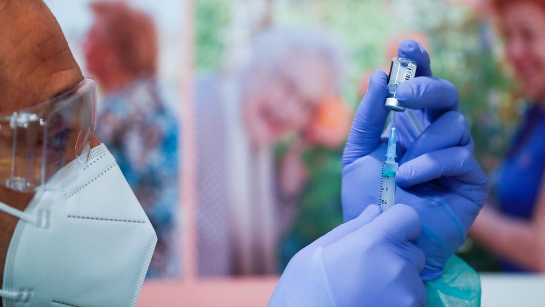 España descartará administrar la vacuna de AstraZeneca a los mayores de 65 años