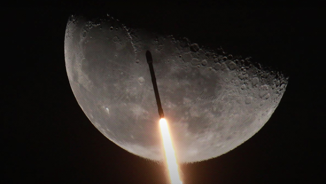 """""""¡Una vista increíble!"""": Captan el momento exacto en el que un cohete de SpaceX pasa frente a la Luna (VIDEO)"""