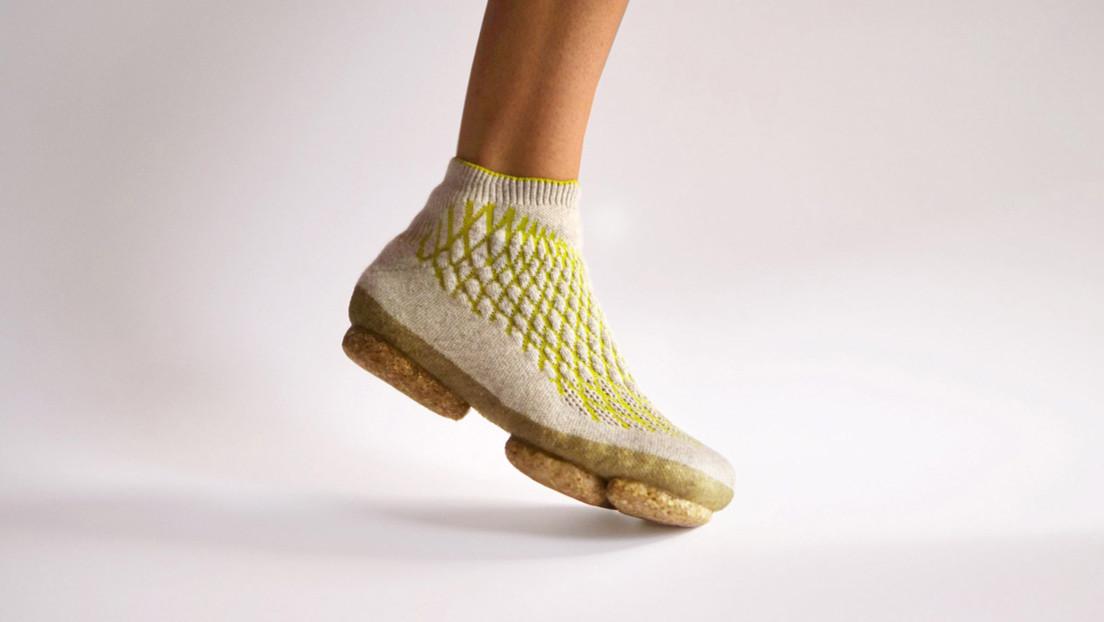 Crean zapatillas deportivas biodegradables hechas de micelio de hongos y pelo canino tejido en 3D