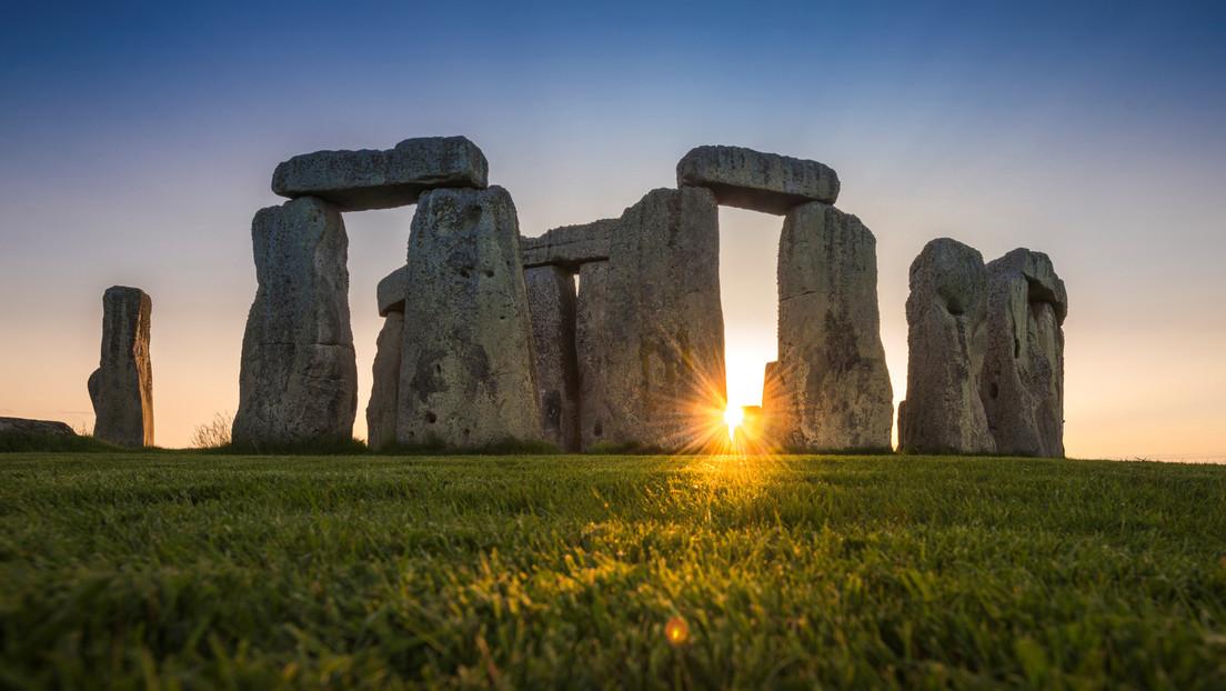 Descubren tumbas prehistóricas y extraños objetos en el sitio por el que pasará el túnel de Stonehenge
