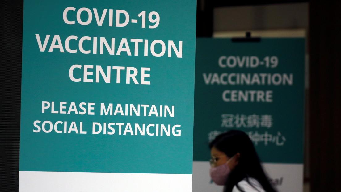 Un trabajador de un centro médico en Singapur recibe por error el equivalente a 5 dosis de la vacuna contra el covid-19