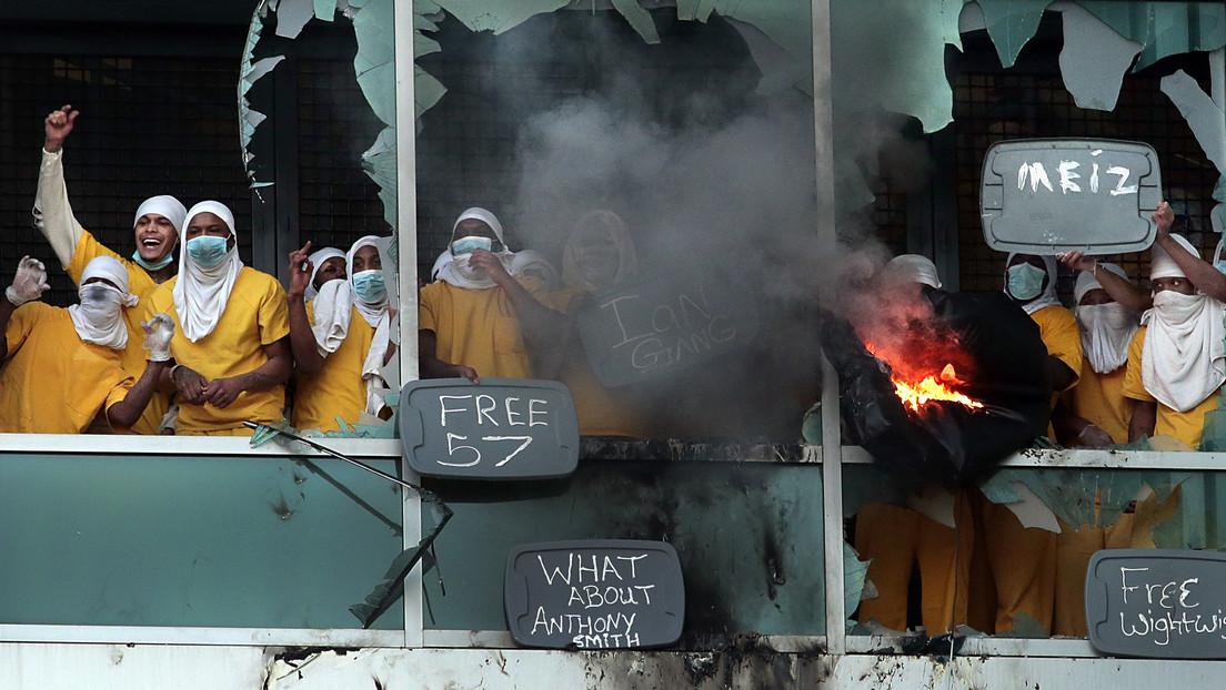 Ventanas rotas e incendios: 115 presos toman una cárcel en EE.UU.