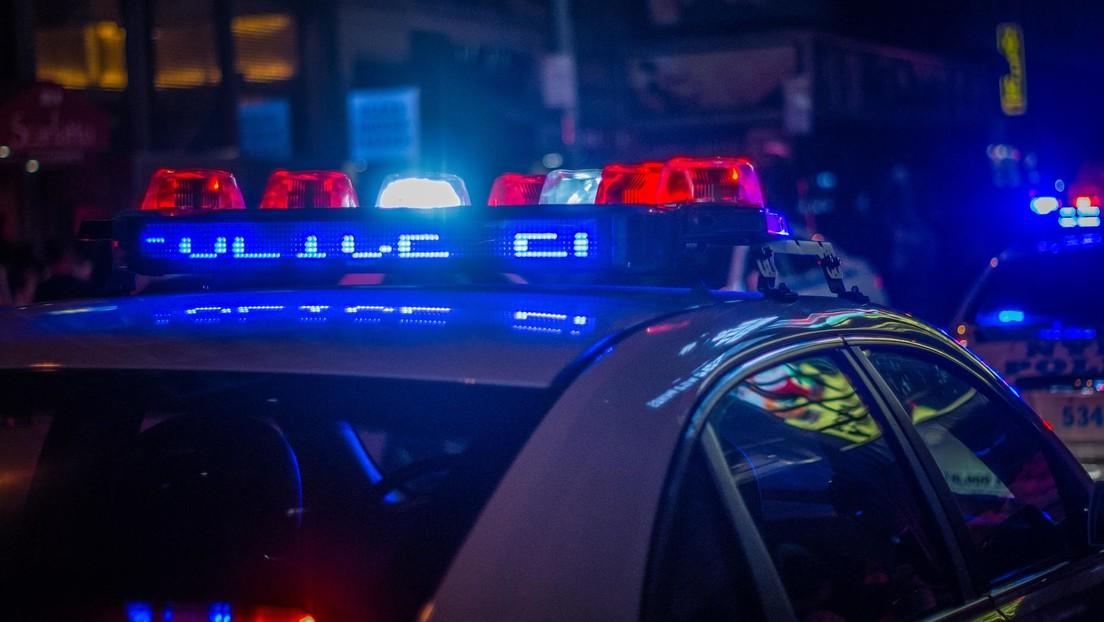 La Policía de Nueva York investiga a una agente por lucir parches pro-Trump en el uniforme