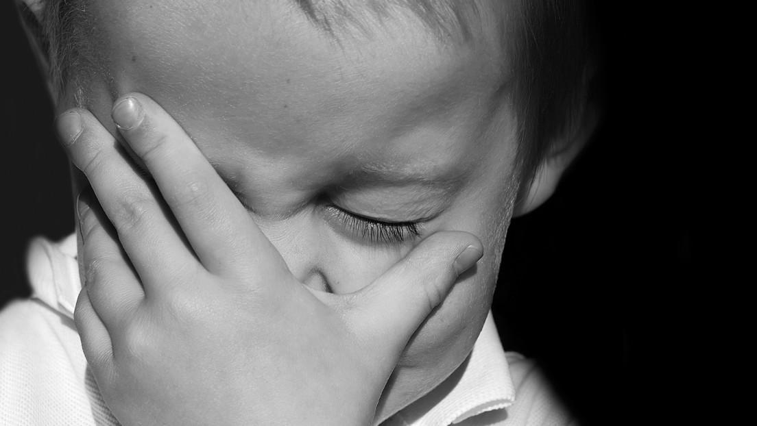 Condenan a una pareja francesa por matar a golpes a un niño tras quedar grabada su llamada a emergencias