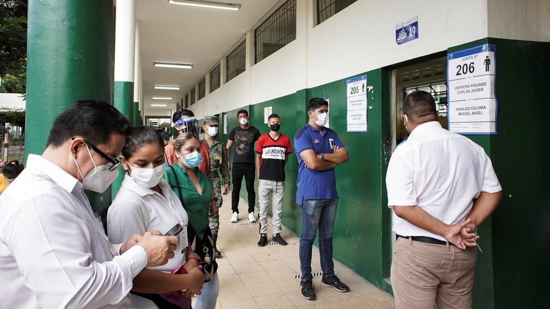 VIDEOS: Largas filas y grandes aglomeraciones de gente se registran en las elecciones de Ecuador