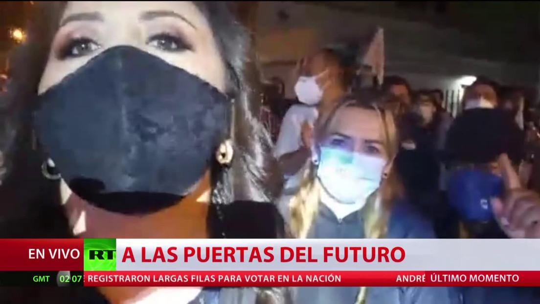 Los seguidores de Andrés Arauz celebran los resultados del conteo parcial