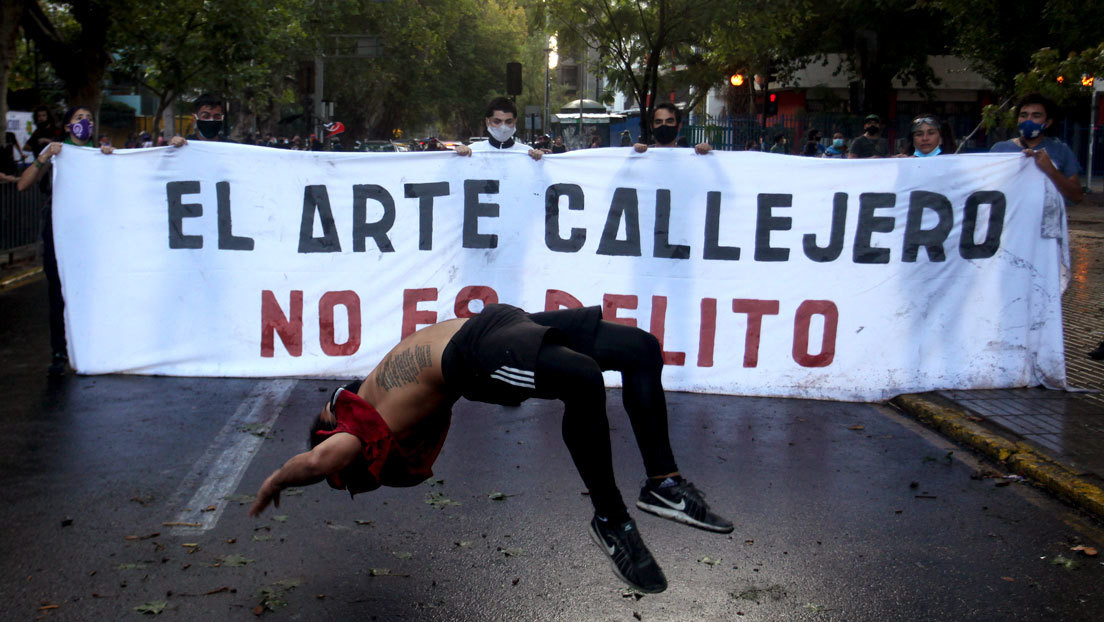 """¿Refundación de Carabineros? El asesinato de un artista callejero y el """"suicidio"""" de un joven avivan el debate ante la violencia policial en Chile"""