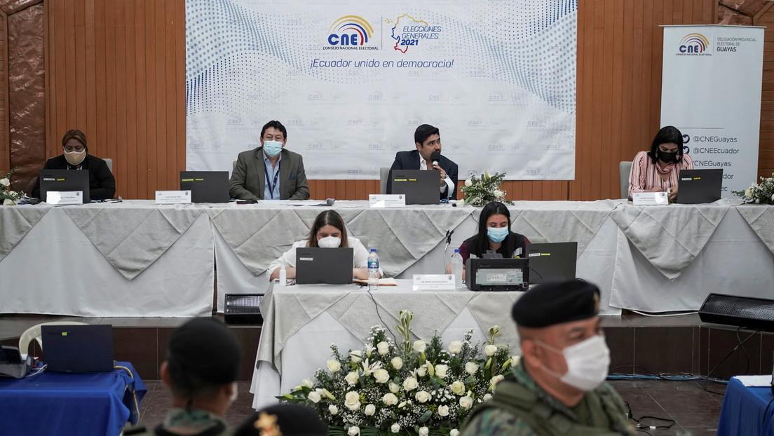 Balotaje indefinido: Crece la expectativa en Ecuador por los resultados del CNE para saber quién enfrentará a Arauz en la segunda vuelta presidencial