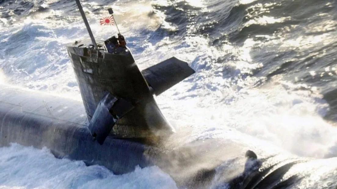 FOTO: Un submarino militar japonés sufre daños al impactar con un carguero cuando salía a la superficie