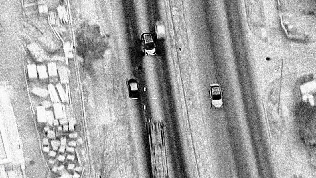 Сaptan cómo una pareja esquiva decenas de coches en contravía momentos antes de chocar con un bus y estallar en llamas (VIDEO)