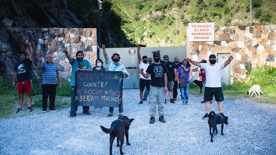 """Casa Bamba, el pequeño pueblo argentino que ha quedado """"preso"""" porque una empresa minera instaló un portón sobre su único acceso"""