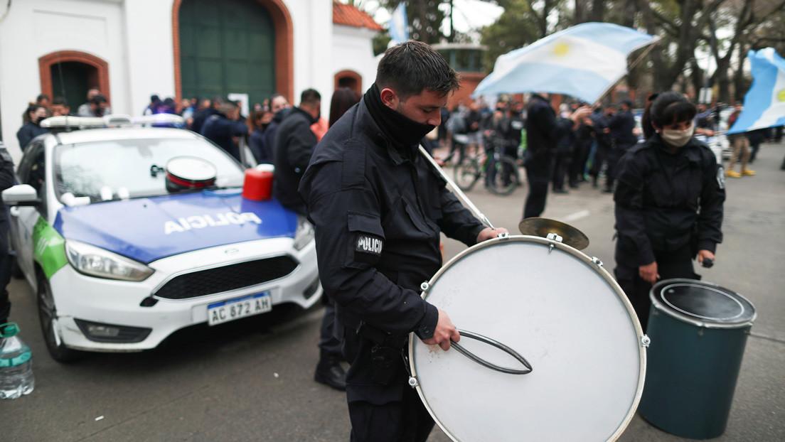 Remueven a 400 policías de Argentina que rodearon la residencia presidencial el año pasado para exigir mejores salarios