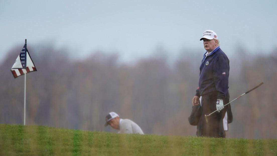 FOTOS: Donald Trump aparece en su campo de golf mientras avanza el juicio político en su contra