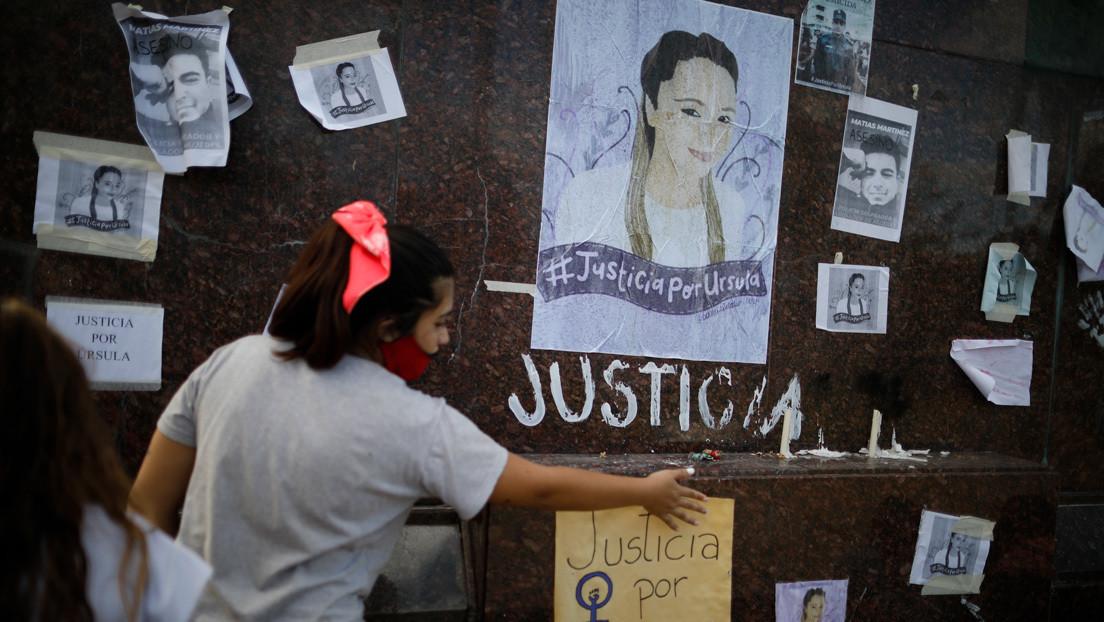 El policía acusado de asesinar a una joven de 15 puñaladas en Argentina se niega a declarar